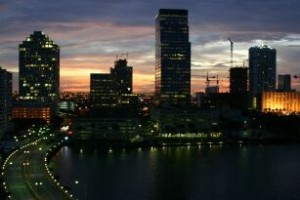 Miamis Skyline bei Nacht
